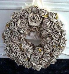 How to make a rolled newspaper rose wreath // Papír rózsa koszorúk újságpapírból hajtogatással egyszerűen // Mindy - craft tutorial collection // #crafts #DIY #craftTutorial #tutorial #DIYVintageDecor #ShabbyChic #Vintage