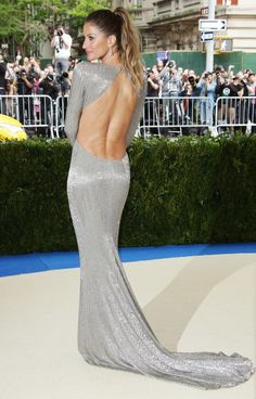See Every Met Gala 2017 Gown From the Back - Gisele Bundchen in Stella McCartney Award Show Dresses, Gala Dresses, Sexy Dresses, Nice Dresses, Jeanne Lanvin, Gisele Bundchen, Celebrity Outfits, Celebrity Style, Belle Silhouette