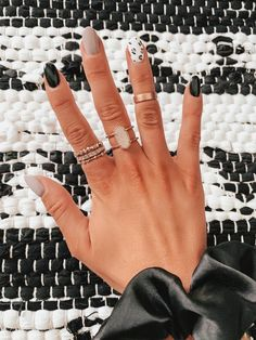 In search for some nail designs and ideas for your nails? Listed here is our set of must-try coffin acrylic nails for cool women. Winter Nail Art, Winter Nails, Fall Nails, Spring Nails, White Summer Nails, Gorgeous Nails, Pretty Nails, Nail Design Glitter, Cheetah Nail Designs