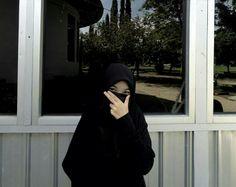 Hijab Niqab, Hijab Outfit, Muslim Girls, Muslim Women, Hijab Drawing, Niqab Fashion, Anime Muslim, Black Photography, Hijab Fashion Inspiration