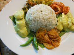 Cumin rice, with cuttle fish and fish sauce, ash plantain white curry, cabbage white curry, wing bean dry curry and lotus root tempered with tamarind Le Sri Lanka, Sri Lankan Recipes, Restaurants, Tamarind, Fish Sauce, Fun Facts, Cabbage, Beans, Travel