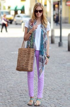 Street style: Chiara Ferragni wearing Lilac J Brand Jeans and a printed scarf Look Fashion, Fashion Outfits, Womens Fashion, Fashion Styles, High Fashion, Latest Fashion, Lila Jeans, Sweater Weather, Lavender Jeans