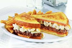The Grossest Fast Food Items from Around the World - Mandatory Denny's Mac & Cheese Big Daddy Patty Melt, USA Creamy Mac And Cheese, Macaroni And Cheese, Mac Cheese, Cheese Burger, Cheddar Cheese, Cheese Patties, Fast Food Items, Potato Bread, Delicious Burgers