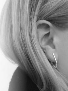 MINIMAL + CLASSIC. omg obsessed perfect 2 hole earring right here imo.