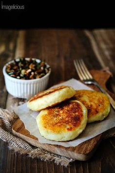 Vegan Potato Cakes stuffed with Mushrooms - Delicious way to use leftover mashed potatoes. Perfect for summer, fall or winder lunch, use different herbs to change the flavour