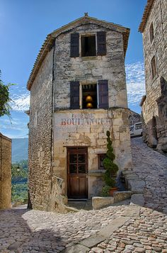 Maddy and Summer - provencetoujours:     Lacoste, Provence