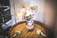 Butonierki i bukiet Panny Młodej  #wedding #flowers #bride #buttonhole #pastel #rustic #decoration