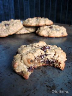 healthy peanut butter oatmeal chocolate chip cookies (no flour or butter!)