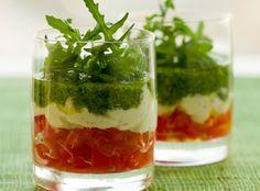 Creamy Pesto and Tomato Appetizer Caprese Appetizer, Tomato Appetizers, Vegetable Appetizers, Fancy Appetizers, Best Appetizer Recipes, Antipasto, Caprese Salad, Aperitivos Finger Food, Creamy Pesto