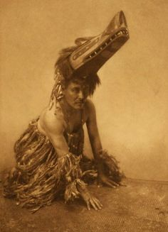 World of Ethno, photo of Atlumhl. It was made in 1914 by Edward S. The illustration documents North American Indian man, in costume with ceremonial mask, on hands and knees. Native American History, Native American Indians, Native Americans, American Life, Native Indian, Native Art, Art Inuit, Professional Photo Lab, Art Premier