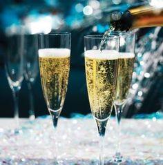 Esto ya empezó, ¿quien se apunta? Ven a Vitros tenemos Champagne, Chocolates y Rosas sólo par tí mamá.