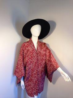 Vintage kimono jacket deep pink floral arty boho 70s peace vintage by Peacevintageshop on Etsy