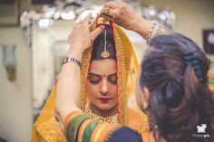 Meeta + Ankit #bride #bridetobe #gettingready #jaipur #candidphotography #bridallehnga #bridaljewellery #fridaypic www.fridaypic.com