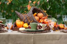 60 Stylish Table Settings for Thanksgiving - Tablescape Ideas and Inspiration {Daily Buzz Moms 9X9} - bystephanielynn