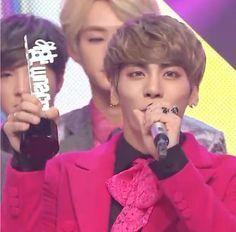 awal dari kemenangan-kemenangan selanjutnya! chukkae jonghyun oppa,you are the best! :* ♥ :')