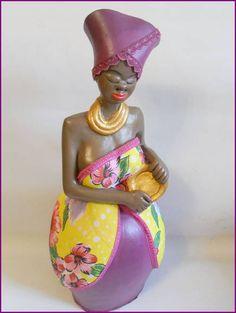 Carlota, boneca muito apresentável !!  Charmosa e alegre como objeto de decoração !! Peça pronta ! R$ 65,00