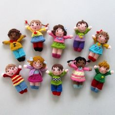 ** This knitting pattern is written in ENGLISH (other languages NOT available) ** CUTE LITTLE KIDS – measure in). The 10 Cute Little Kids are great fun to make and will utilize lots of short lengths of coloured yarn. With different faces, hair and Kids Knitting Patterns, Knitted Doll Patterns, Kids Patterns, Knitting For Kids, Knitted Dolls, Crochet Dolls, Knitting Yarn, Knitting Projects, Crochet Baby