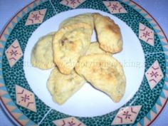 Trinidad Beef Pie (Pastry) My Fave! Pie Pastry Recipe, Pastry Recipes, Cooking Recipes, Carribean Food, Caribbean Recipes, Trinidadian Recipes, Trini Food, Beef Pies, Island Food