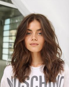 20 best medium length wavy hairstyles hairstyles 2020 new hairstyles and hair colors balayagehairbrown colors hair hairstyles length medium wavy 10 zeitsparende schnelle frisurideen ecemella ecemella frisur ideen qu frisuren Curly Hair Styles, Medium Hair Styles, Medium Wavy Hair, Medium Brunette Hair, Brown Hair Medium Length, Medium Straight Hair, Long Length Hair, Shorter Length Hair, Cute Hair Cuts Medium