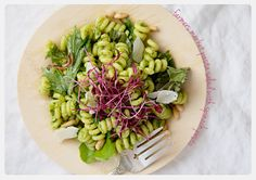 the parsley thief: Farmers' Market Pasta Salad with Spinach Pesto