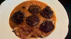 MIDDAG: Italienske kødboller i tomatsouse, med bønnepasta. Opskrift: Spis dig slank 6, side 72