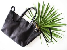 Tote bag made of smooth, black leather. www.lull.com.pl