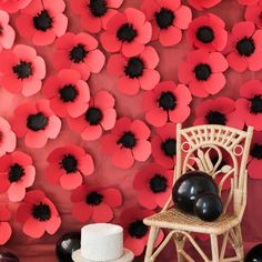 Make this adorable poppy backdrop out of paper! Perfect for summer parties or Memorial Day celebrations