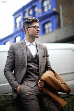 Me My Suit & Tiesaved toSuit InspirationWe love suits so much that we dedicate this board to incredible styles and icons www.memysuitandtie.com/#mensfashion#men#mens#suit#grey#blue#green#black#tie#shirt#gentlemen#christmas#xmas#festive#gift#party