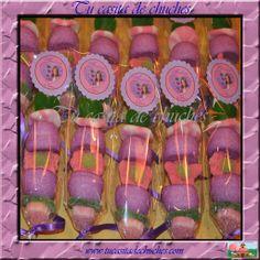 brocheta de chuches Violetta personalizada, con una cuidada selección de gominolas y combinación de colores. Sin gluten. Reserva las tuyas en www.tucasitadechuches.com