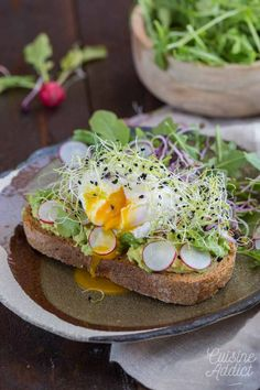 Avocado Toast poached egg and sprouted seeds &; Avocado Toast poached egg and sprouted seeds &; Miriam Gruber aguacate Avocado Toast poached egg and sprouted seeds […] egg poached Avocado Dessert, Avocado Breakfast, Breakfast Recipes, Avocado Toast, Vegan Dishes, Food Dishes, Tartine Recipe, Cooking Avocado, Healthy Snacks