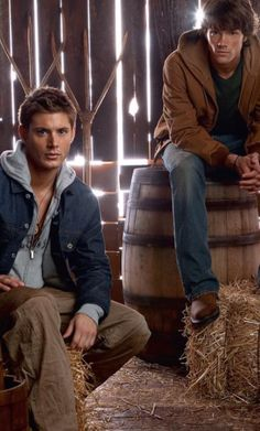 Baby Winchesters in the pilot season. Dean has a hoodie on!