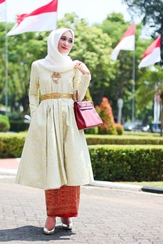Dian Pelangi, one of famous moslem young designer from Indonesia. Songket handmade textile, batik and tie-dye are her speciality on most of her Dress and coat.