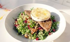 Kitchenette — Salát jako z pohádky Bulgur, rukola, granátové jablko ...