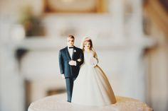 vintage bride & groom cake topper, photo by hellomisslovely.com