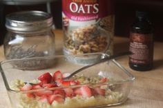 Strawberry Banana Raw Breakfast Oats-13g fiber, 11g protein!  My kids love it, makes a great breakfast or snack. #chia #oats #healthysnack