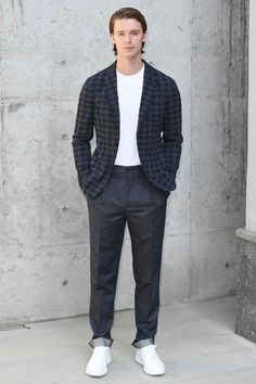WHAT: Giorgio Armani WHERE: AT the Giorgio Armani show during Milan Fashion Week WHEN: September 2018 WHY: A primer on wearing baggy pants without going full raver. Patrick Schwarzenegger, Best Dressed Man, Its A Mans World, Giorgio Armani, Gq, Men Dress, Nice Dresses, Mens Fashion, Milan Fashion