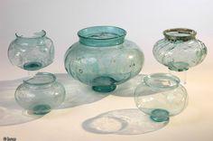 Urnes cinéraires en verre de la seconde moitié du IIe s. de notre ère provenant de la nécropole gallo-romaine de Rosières-aux-Salines (Meurthe et moselle)...