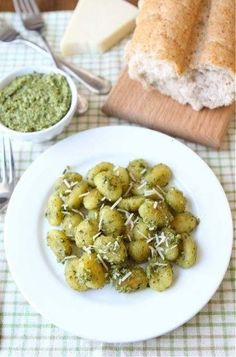 CRISPY GNOCCHI WITH PESTO