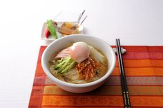 温玉キムチコンソーメン (レシピNo.2503) これまた調理時間10分 http://www.recipe.nestle.co.jp/recipe/2500_2599/02503