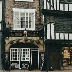 The Golden Fleece dates back to 1503. The building has had minor alterations to it since then though. The biggest change being that the front used to be a big open archway, which you can still see in the brickwork. Instead, you used to enter the pub down an alleyway which is now the corridor towards the back of the pub. . . It is said to be built on stilts, lacking any real foundations...which could explain the wonky floors and ceilings! . . #york #yorkshire #northernengland