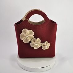 Small handbags are popular in daily life.  Modern lady wearing a mini shoulder bag or hold them in their hands, appear with stylish handbags at work and parties.  Little fashionable shoulder bag is indispensable in daily life, they are very convenient to carry a mobile phone and lipstick, powder compact and a handkerchief, mirror and keys.    The original small womans handbag Bianca - best friend of a modern woman, appreciating good taste and impeccable style!  Elegant flowers in finishing…