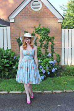 Gorgeous dress,  Junebugs and Georgia Peaches: The Adventures of Modern June Cleaver + Amelia Jetson: Sweet Melody + Hydrangeas