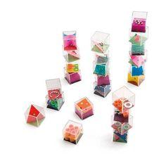 Caja con 24 juegos. Suministrado en caja de presentación. Hello Kitty, Usb Flash Drive, Coasters, Games, Kids, Promotional Giveaways, Display Boxes, Piggy Bank, Corporate Gifts