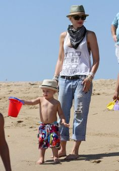 Gwen Stefani relaxed with her boys