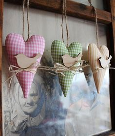 Cute idea for fabric hearts. Valentine Crafts, Easter Crafts, Christmas Crafts, Sewing Crafts, Sewing Projects, Fabric Hearts, Lavender Bags, I Love Heart, Heart Crafts