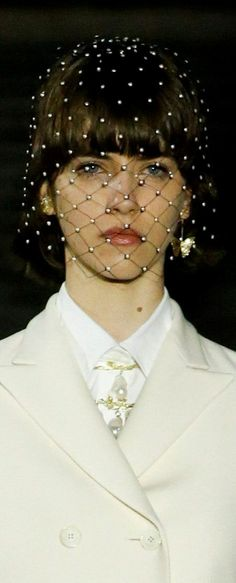 Miss Dior, Headdress, Pearl Necklace, Pearls, Jewelry, Fashion, White People, String Of Pearls, Moda