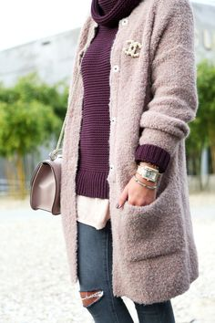 outfit-fashionhippieloves-chanel-brooch-hallhuber-cardigan-burgundy-nude-ripped-jeans-topshop