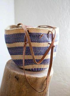 sac en paille coloré, aux rayures beige violet