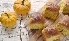 Hi American friends! I thought you might like these for your thanksgiving dinner. Sorry Canadians, I couldn't get my act together soon enough to post them for our own October celebrations… These faintly orange-hued rolls...