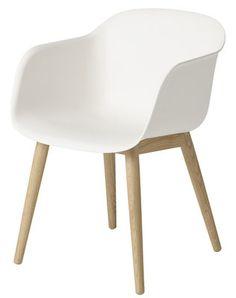 Fauteuil Fiber / Pieds bois Blanc / Pieds bois naturel - Muuto - Décoration et mobilier design avec Made in Design